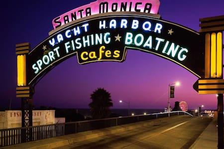 Cozy place in Santa Monica 5 blocks from ocean!!!s - Santa Monica