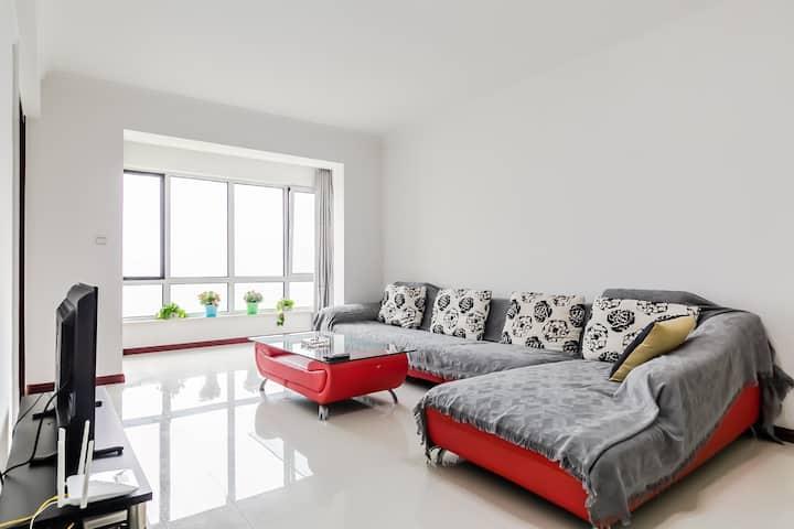 龙湾海滨温馨2居室可住4人海景房可做饭下楼就是和平海