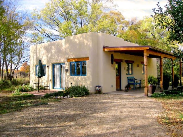Gorgeous New Casita- 5 min to Plaza - Taos - House