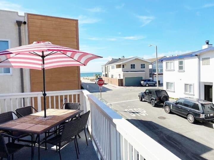 40% Off April! 2 houses 2 sand! 2 Parking/WIFI/4 Bikes/Washer 10% Off 7+ days