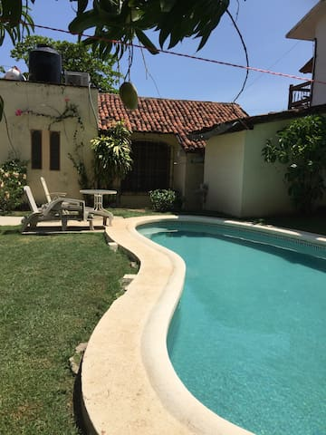 Tropical 2 bdr home w/pool - Zihuatanejo - Casa