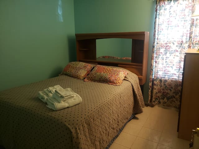 Comfy room near airport and highway 10