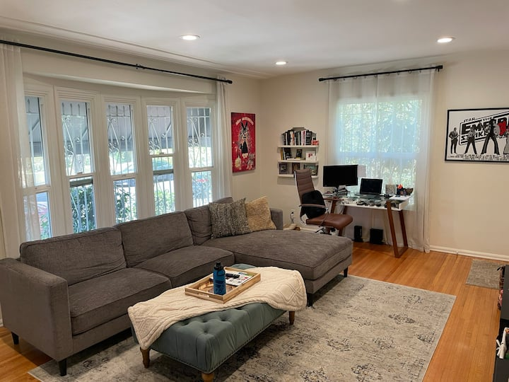 Terrific Grove/Weho Apartment