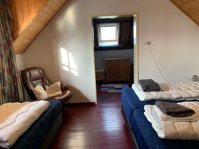 7e dubbele slaapkamer op de etage met in totaal 5 bedden