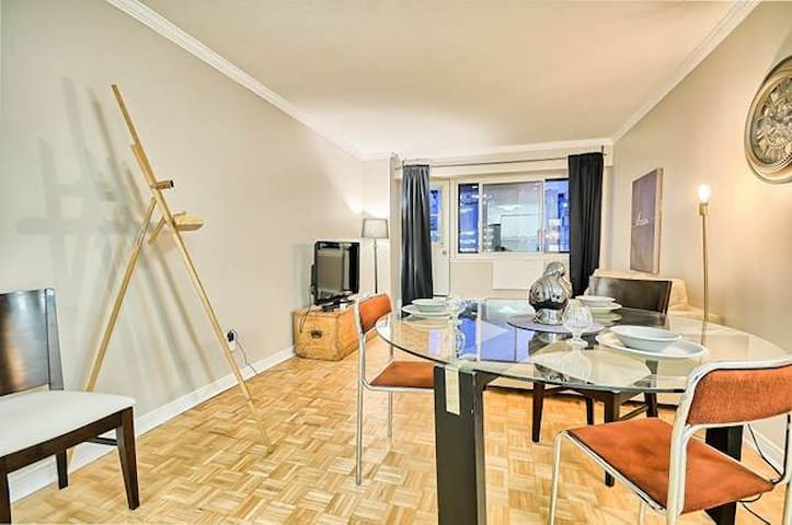 Contemporary Condo in Heart Of Downtown MTL