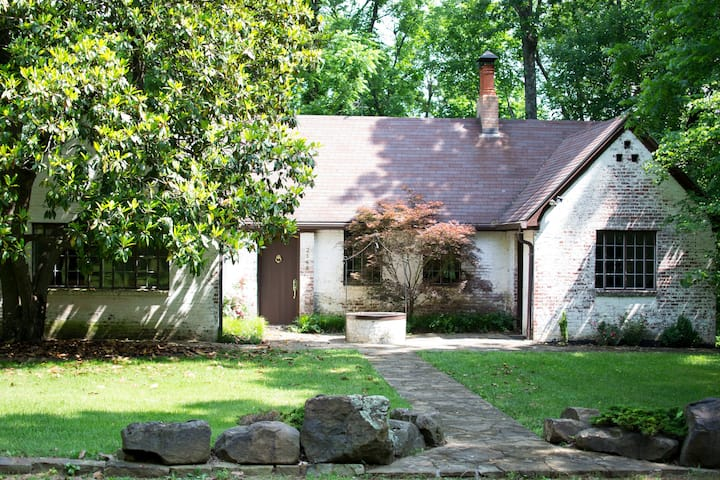Historic Cottage in the heart of Fayetteville