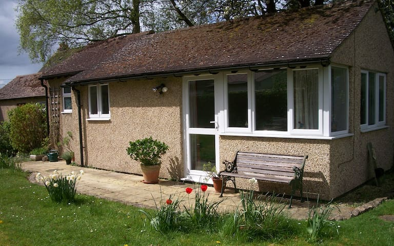 Peaceful garden annexe with separate entrance