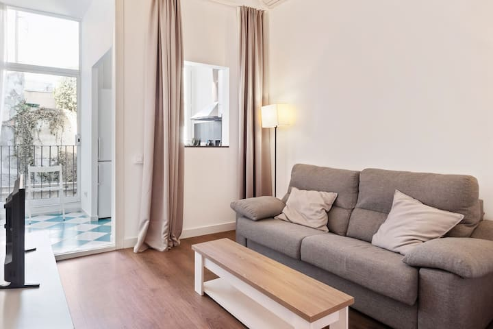 Spacious & Comfy 4 Bed w/Balcony in Gracia
