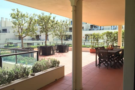 Beautiful 5 Bedroom Flat - POOL & TERRACE - Esmoriz - Huoneisto