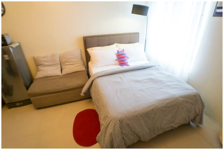 Panda HQ - Studio Unit, Near MRT, Fast Internet