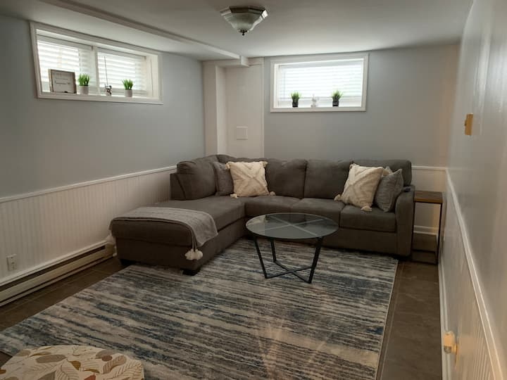 Quiet cozy apartment, private laundry, great spot!
