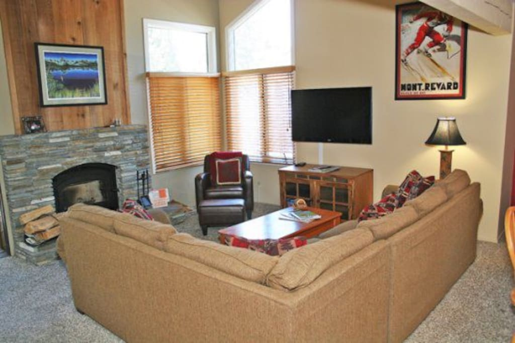 Mammoth Condo Rental Wildflower 36 - Living Room with a 47 inch Flat Screen TV