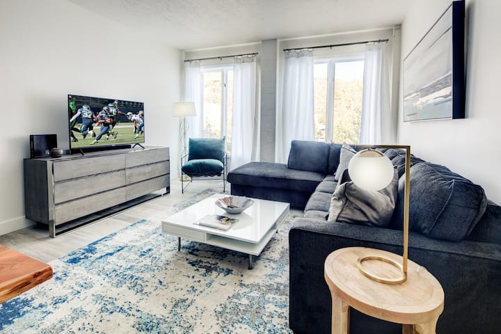 The Galleria on Main - 1BR in middle of Main!