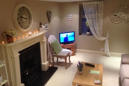 A Cosy Retreat 5 minutes walk from our City Centre - Galway - Townhouse