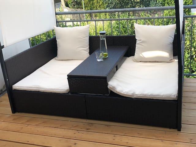 65qm Neubau, 14 qm Terrasse mit Grill und Lounge.