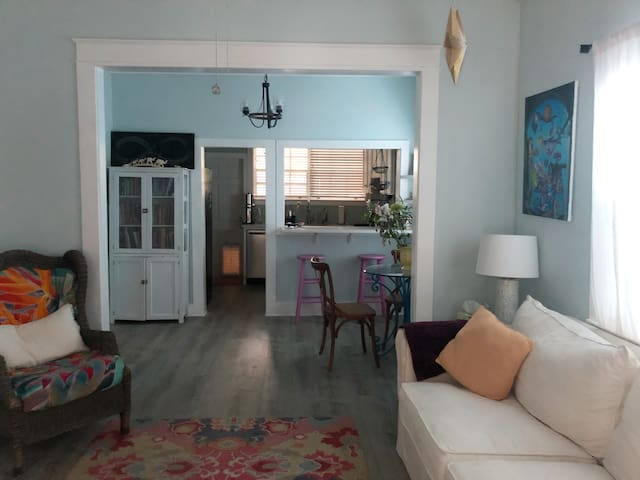 Beautiful 2 bedroom house in Bahama Village