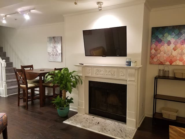 Midtown 2bd/2ba just steps from Piedmont Park