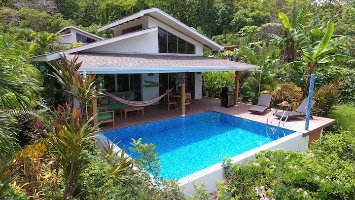 2 Bdrm - Walk to beach, pool, AC, high speed wifi