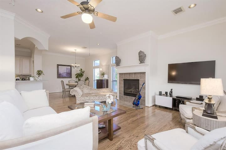 Classy guest room close to downtown and park