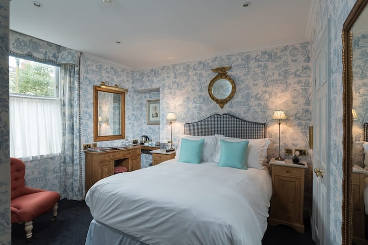 The Kennard - Room with en-suite, breakfast and free street parking