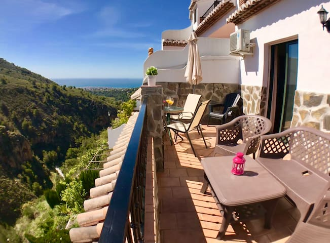 APARTMENT & BIG TERRACE. AMAZING & GORGEOUS VIEWS.