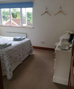 Private room and bathroom sleeps 2. - Wath - Bed & Breakfast