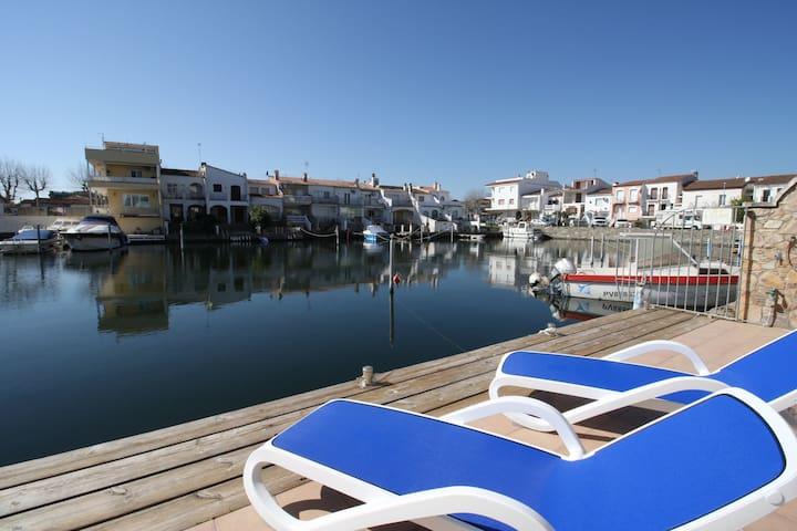 Luxe apartement met zwembad en prachtig uitzicht