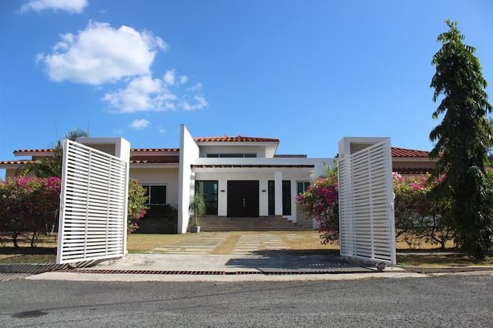 Elegante y Moderna Casa de Playa