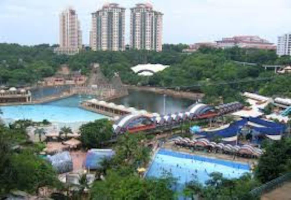 5 mins walking to Malaysia's Famous Sunway Lagoon themepark.