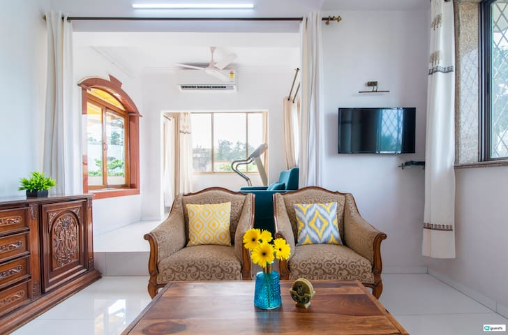 Spacious 2BR Terrace Flat in Bandra West!