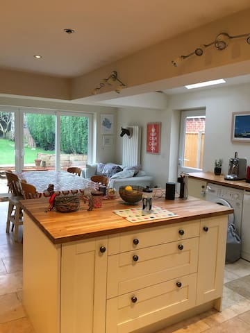 4 bed house perfect for Cheltenham race week.