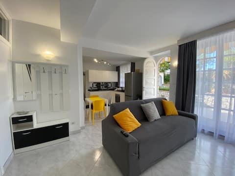 The Capri Apartment Limones