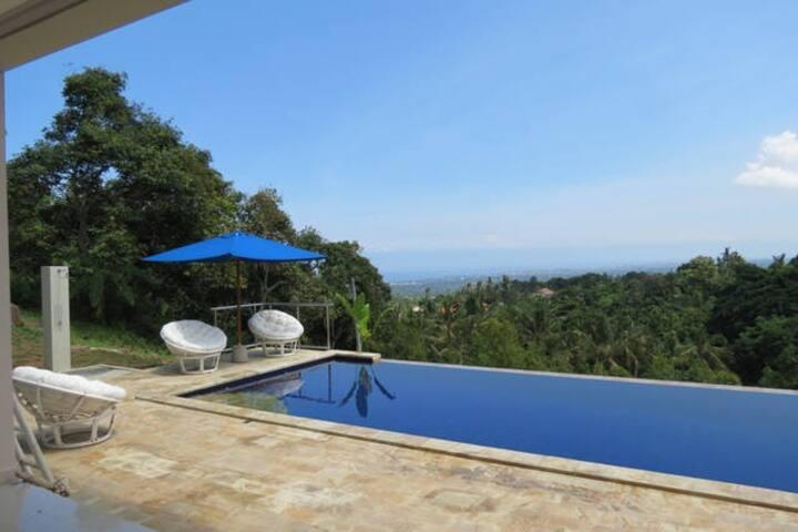 Comfortable, spacious bedroom in Luxury Villa