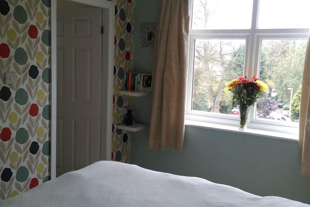 pretty double bedroom showing ensuite door
