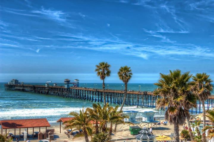 NEW LISTING! Modern condo w/ beach gear & shared hot tub & pool - walk to ocean!