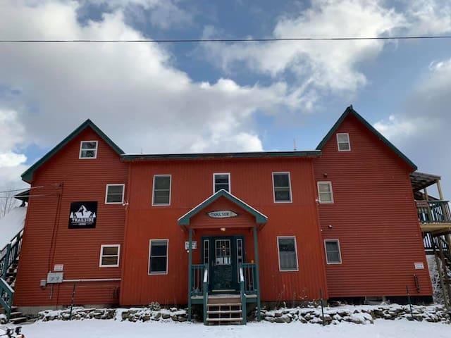 Trailside Lodge Suite 3 www.trailsidelodgenh.com
