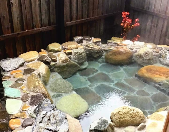 Hanaazusa New Open! ☆3 mins away from Yufuin station☆ Natural Hot Spring! Max capacity up to 12 ppl. Same price up to 4 ppl!