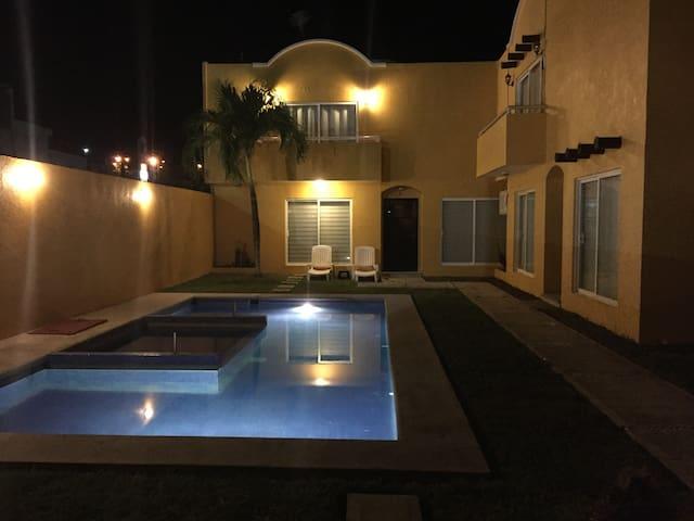 Hermosa Villa en frac. residencial c/playa privada