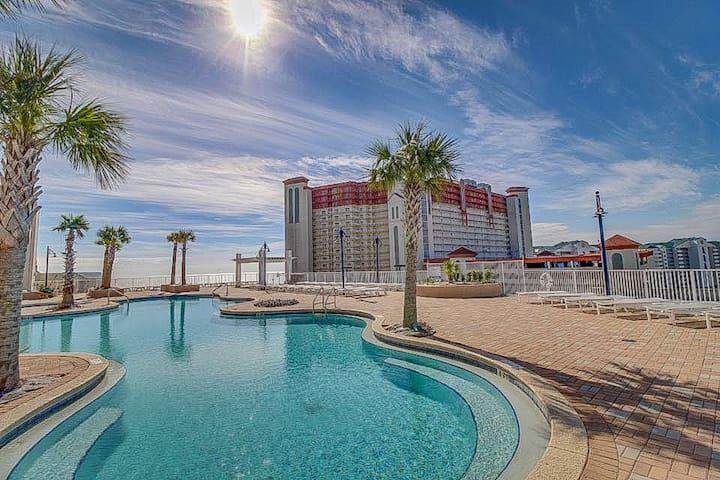 Beautiful condo w/ gulf view, shared pool & hot tub
