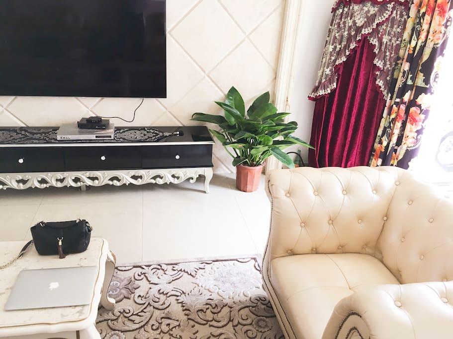 客厅,一台电脑即可办共