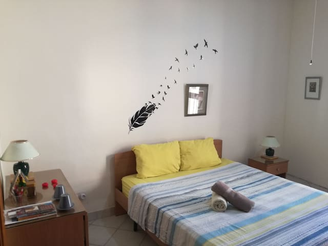 Gran habitacion con cama king y baño privado