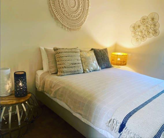 Bedroom 2 *  Bedside tables * Lamps