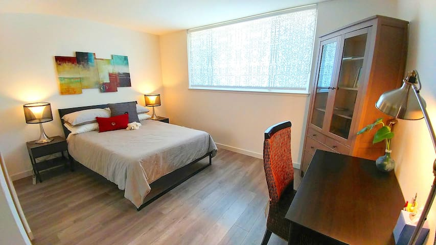 """Fully furnished 140 sq ft bedroom with full-size bed, 13"""" memory foam mattress, night stands and desk. This room can be locked by preference."""