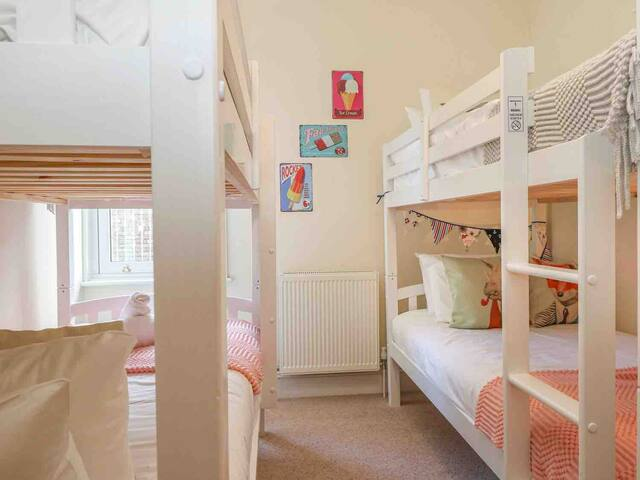 Fresh and fun quad bunk room. Recommended for 2 adults/up to 4 children/teens