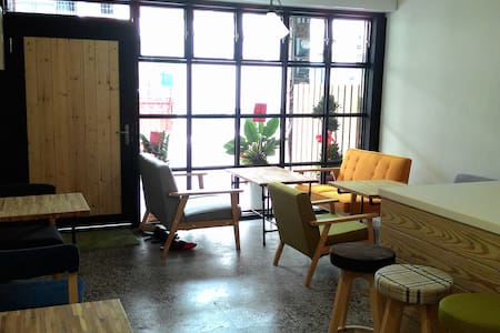 4+57 Backpackers single/City center - 台東市 - House