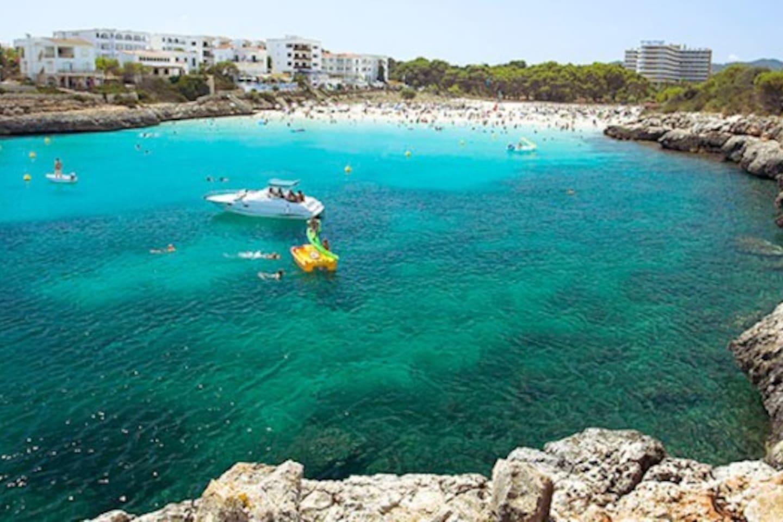 Playa Cala Marçal (a 200m.)