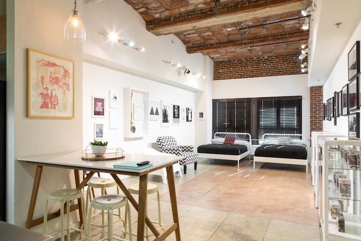 GALLERY STYLE LOFT SPACE IN LA (205 The Rosemary)