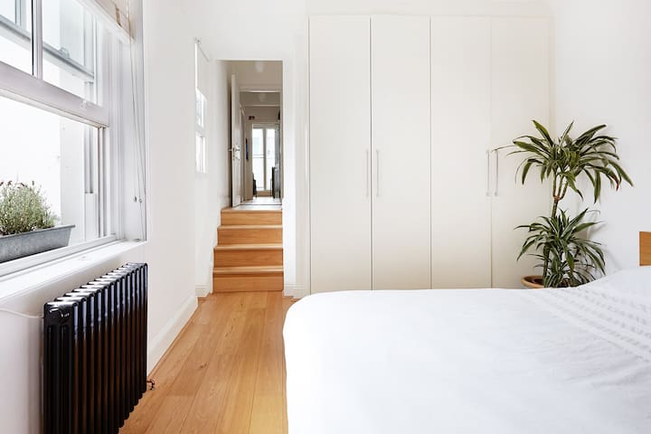 Master Bedroom  King sized Bed with fresh and natural light.   Built in guest wardrobe.  Quiet and comfortable space