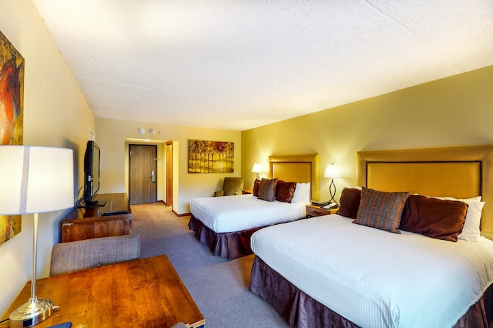 Ski-in/ski-out room w/ valley views, free shuttle, WiFi & shared hot tub/pool!