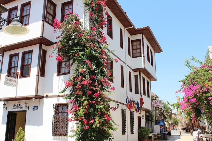 Basic Double Room in the Oldtown - Antalya - Aamiaismajoitus